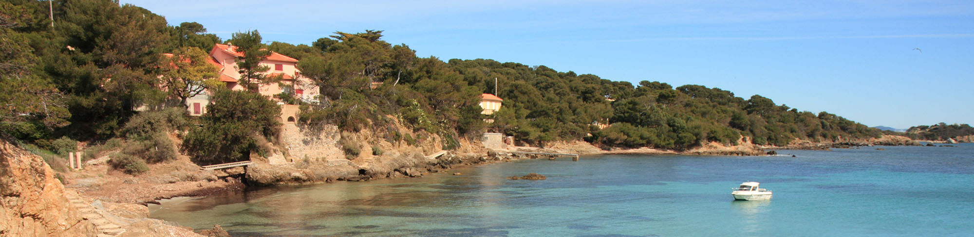 Profitez des promotions de Vacances Giens : campings et résidence de vacances sur la Presqu'île de Giens, dans le Var. Découvrez le sud de la France !