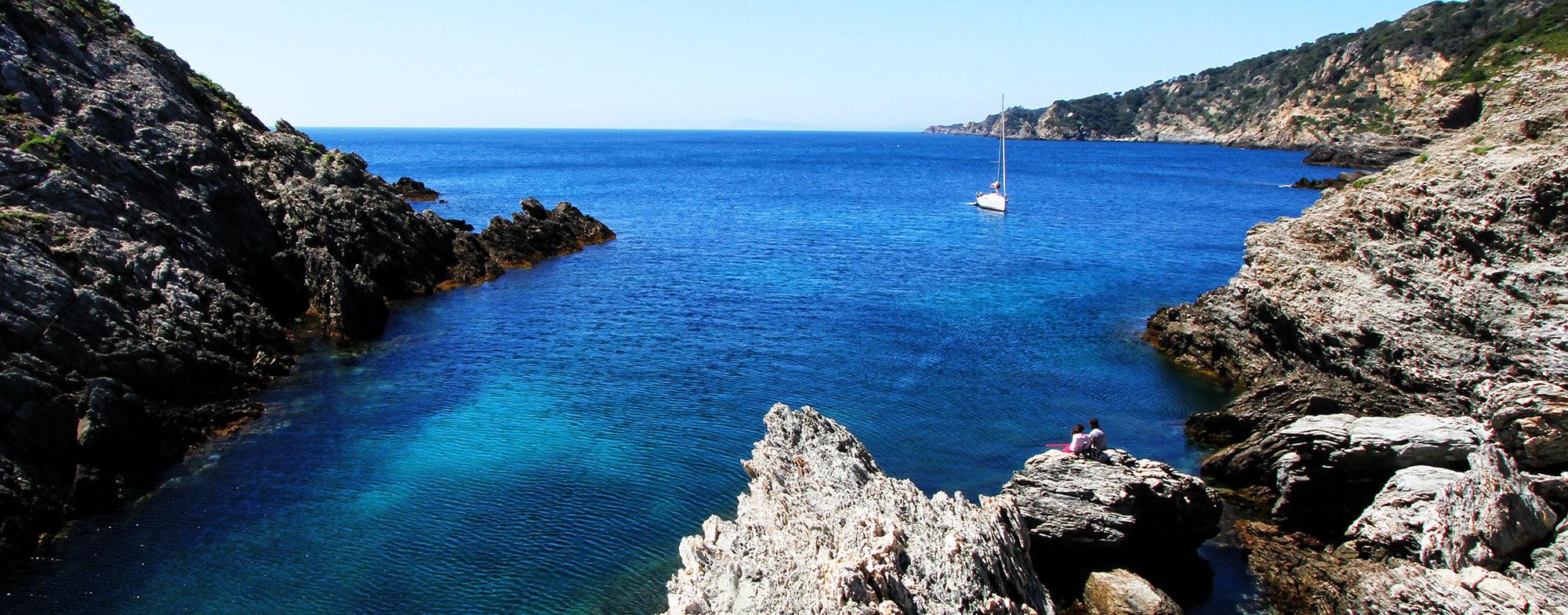 Plages de sable, activités nautiques, randonnées... Pour vos vacances à Hyères, découvrez le cadre exceptionnel et préservé de la Presqu île de Giens.